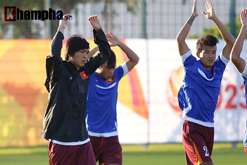 U23 Việt Nam: HLV Miura cười thật tươi với Tuấn Anh - 9