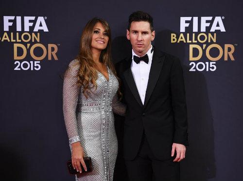 """Bạn gái Messi """"tỏa sáng"""" giữa dàn WAG Quả bóng Vàng - 2"""