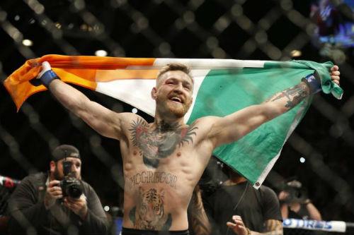 """""""Gã điên"""" UFC trở thành biểu tượng giới tính 2015 - 1"""