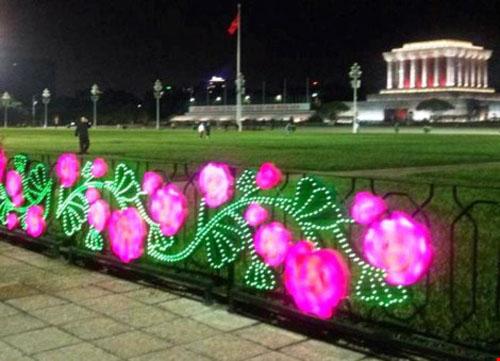 Sở VH-TT Hà Nội nói về việc trang trí trên phố bị chê xấu - 1