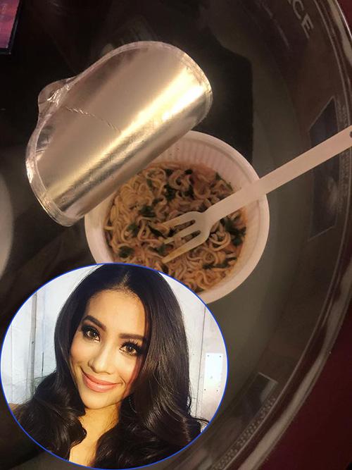 'Chộp' khoảnh khắc mỹ nhân Việt 'ăn nhanh, uống vội' - 5
