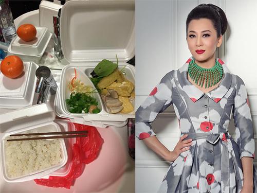 'Chộp' khoảnh khắc mỹ nhân Việt 'ăn nhanh, uống vội' - 11
