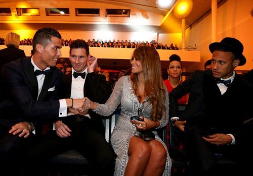 Ronaldo lại thua Messi: Đừng mong đòi lại QBV - 2
