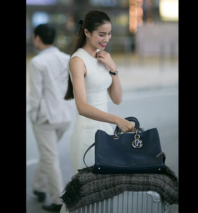 Chiếc túi này cũng được người đẹp ưu ái sử dụng khi đi ra sân bay. & nbsp;