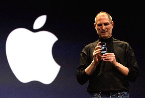 """""""Huyền thoại"""" Steve Jobs ra mắt iPhone đầu tiên 9 năm trước - 1"""