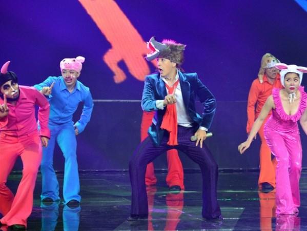 Ngô Kiến Huy 'bắt mắt' với gu thời trang phóng khoáng - 1