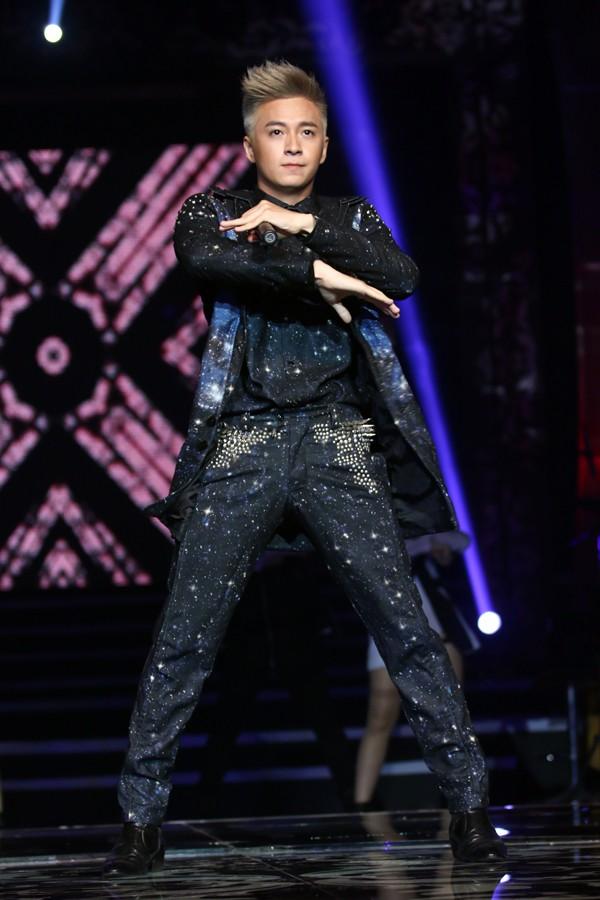 Ngô Kiến Huy 'bắt mắt' với gu thời trang phóng khoáng - 11