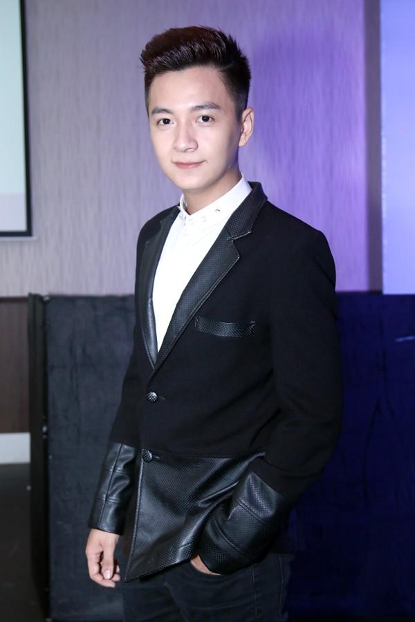 Ngô Kiến Huy 'bắt mắt' với gu thời trang phóng khoáng - 12