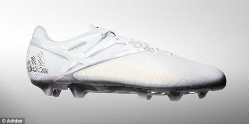 """Lập """"bàn tay nhỏ"""", Messi khoe bóng Vàng & giày bạch kim - 3"""