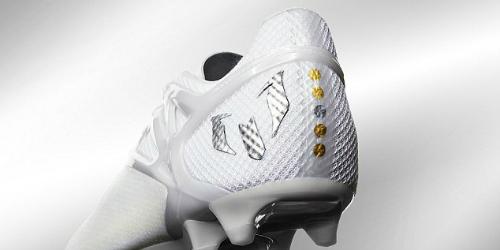 """Lập """"bàn tay nhỏ"""", Messi khoe bóng Vàng & giày bạch kim - 4"""