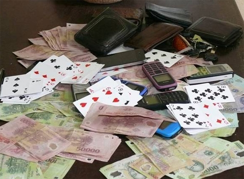 Nghệ An: Trạm trưởng kiểm lâm đánh bạc ngay tại trụ sở - 1