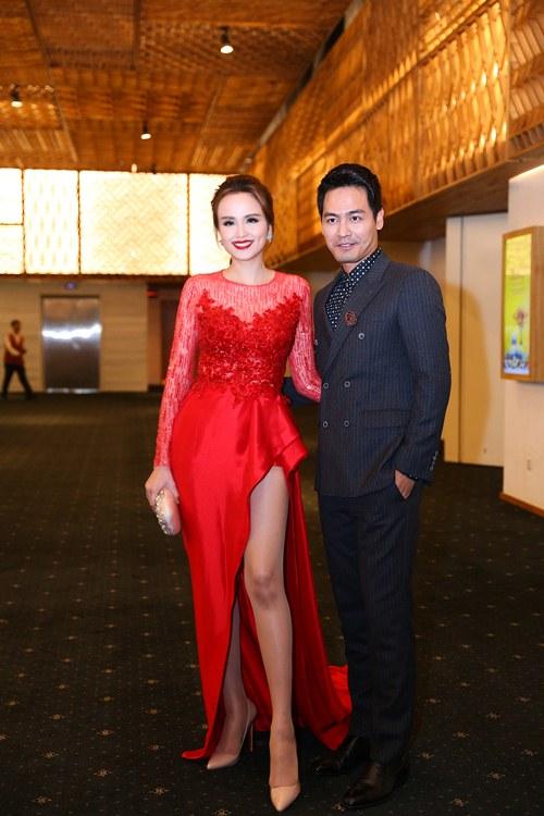 Hoa hậu Diễm Hương nổi bật khoe chân dài mướt mắt - 6
