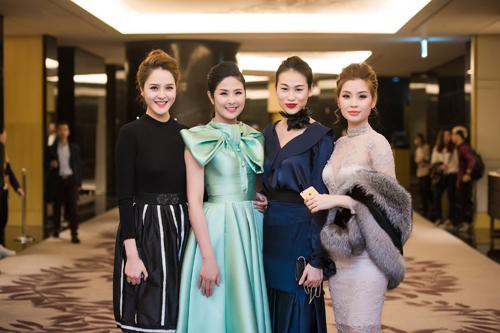 Dàn chân dài Việt 'cực chất' trong show diễn đầu năm - 6
