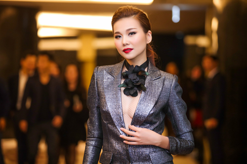 Dàn chân dài Việt 'cực chất' trong show diễn đầu năm - 3