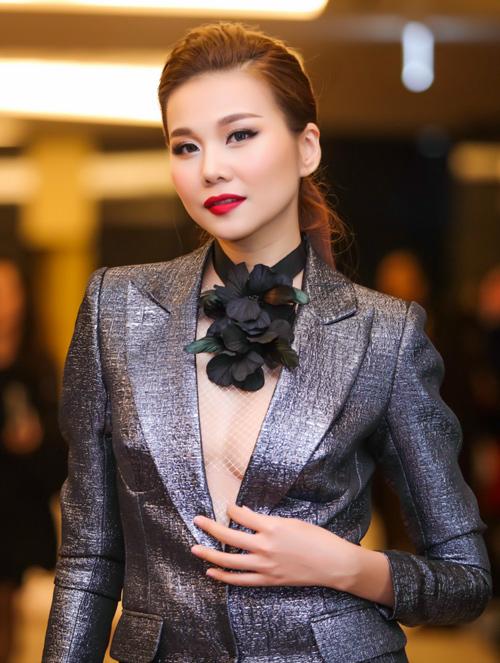 Dàn chân dài Việt 'cực chất' trong show diễn đầu năm - 1