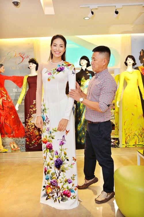Phạm Hương rực rỡ với áo dài cách điệu độc đáo - 3