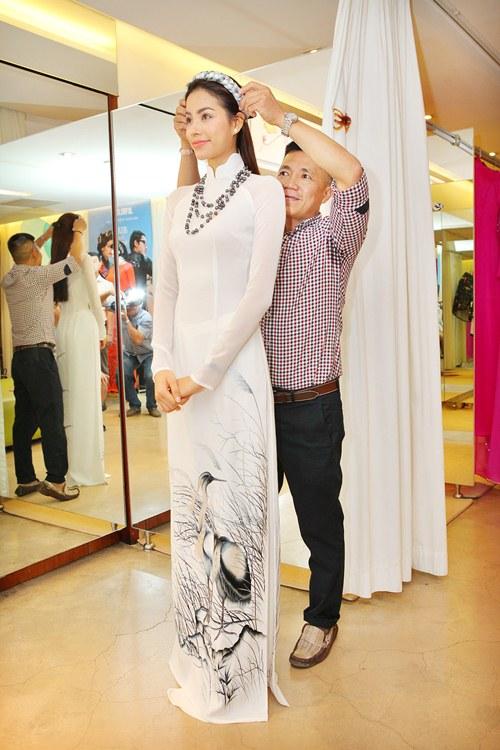 Phạm Hương rực rỡ với áo dài cách điệu độc đáo - 4