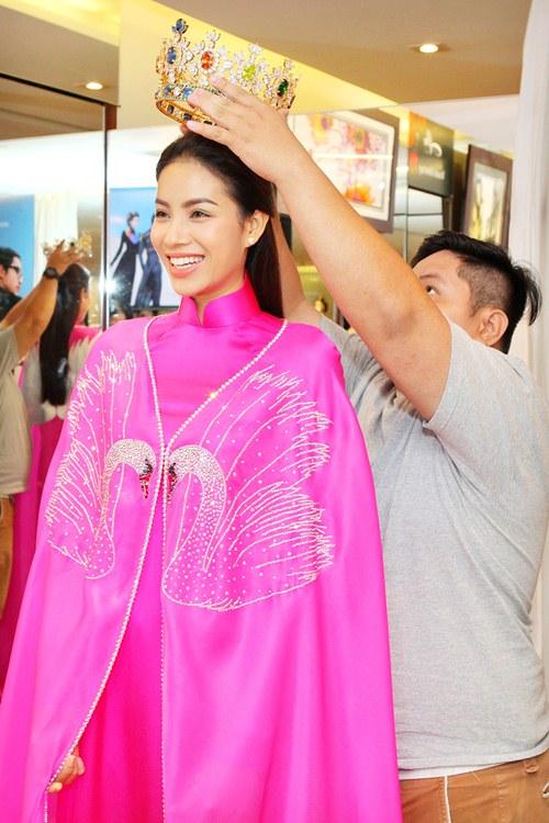 Phạm Hương rực rỡ với áo dài cách điệu độc đáo - 8