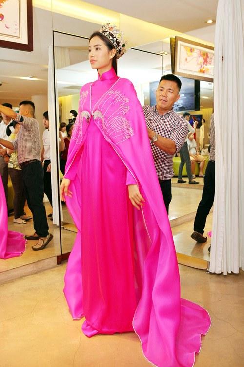 Phạm Hương rực rỡ với áo dài cách điệu độc đáo - 9