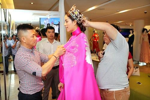 Phạm Hương rực rỡ với áo dài cách điệu độc đáo - 10