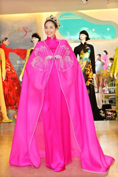 Phạm Hương rực rỡ với áo dài cách điệu độc đáo - 12