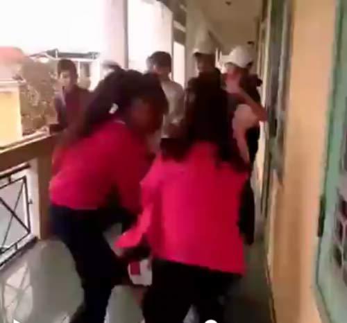 Làm rõ trách nhiệm lãnh đạo trường để nữ sinh đánh nhau tại Huế - 2