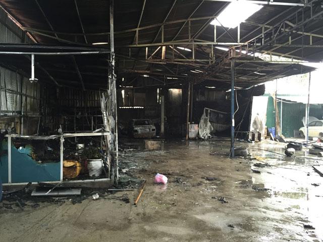 HN: Phát hiện xác ô tô sau vụ cháy gara ở chợ Xanh - 3