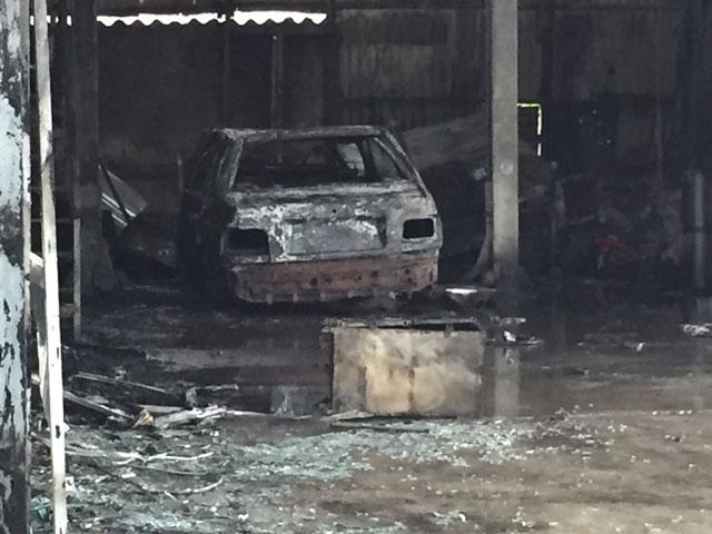 HN: Phát hiện xác ô tô sau vụ cháy gara ở chợ Xanh - 4