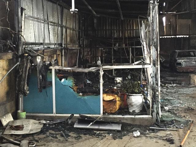HN: Phát hiện xác ô tô sau vụ cháy gara ở chợ Xanh - 5