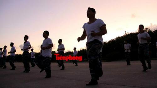 Cận cảnh lính Trường Sa luyện võ lúc tinh mơ - 1