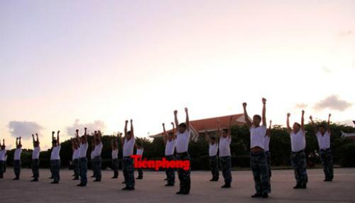 Cận cảnh lính Trường Sa luyện võ lúc tinh mơ - 2