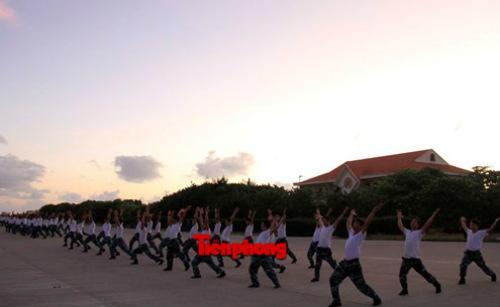 Cận cảnh lính Trường Sa luyện võ lúc tinh mơ - 3