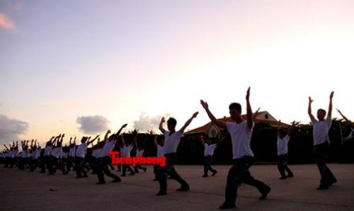 Cận cảnh lính Trường Sa luyện võ lúc tinh mơ - 4