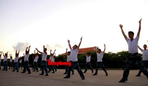 Cận cảnh lính Trường Sa luyện võ lúc tinh mơ - 5