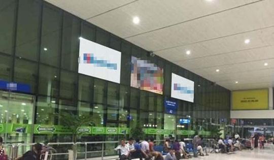 Quảng cáo ở Tân Sơn Nhất bị chèn hình ảnh nhạy cảm - 1