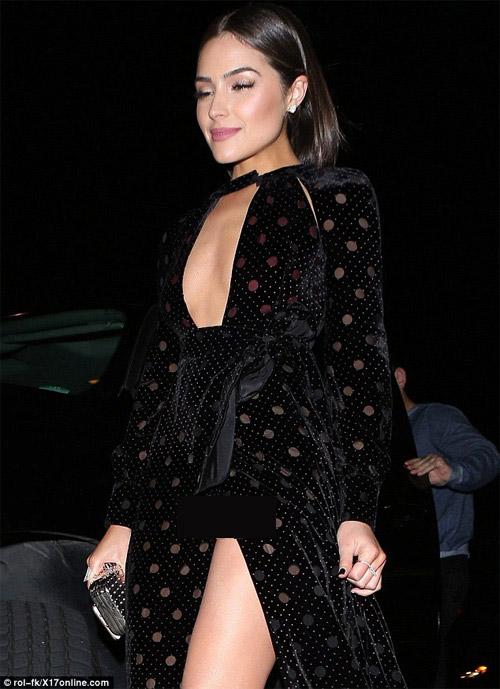 Hoa hậu Hoàn vũ 2012 bối rối vì 'tai nạn váy xẻ' - 1