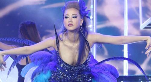 Sự cố váy áo lộ da thịt của sao Việt trong 'The Remix' - 5
