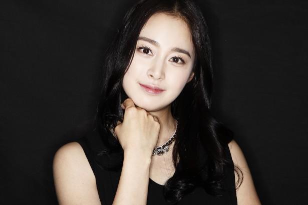 Cha của Kim Tae Hee lọt top siêu giàu ở Hàn Quốc - 1