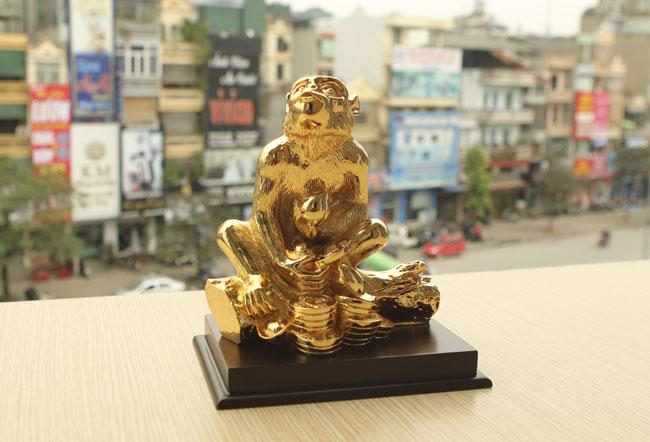 Tượng khỉ mạ vàng ròng tiền triệu hút khách dịp Tết - 5
