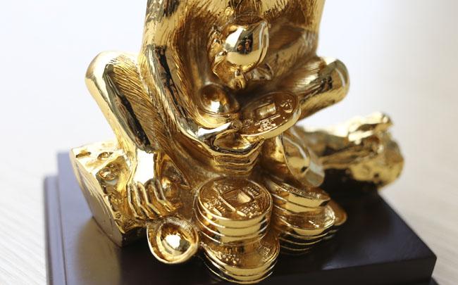 Tượng khỉ mạ vàng ròng tiền triệu hút khách dịp Tết - 7