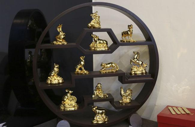 Tượng khỉ mạ vàng ròng tiền triệu hút khách dịp Tết - 9