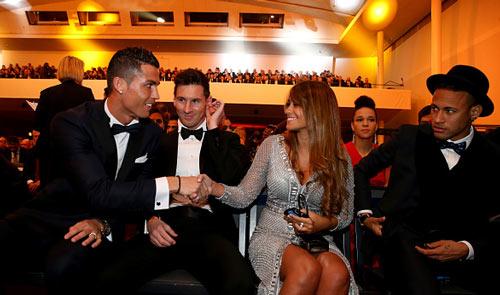 Góc châm biếm: CR7 gửi thư chúc mừng Messi đoạt QBV - 2