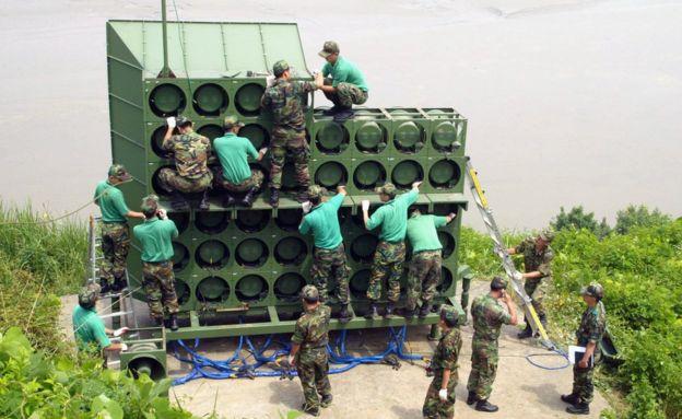 """""""Loa chiến"""" giữa Triều Tiên - Hàn Quốc: Ai mạnh hơn? - 2"""