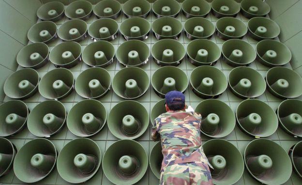 """""""Loa chiến"""" giữa Triều Tiên - Hàn Quốc: Ai mạnh hơn? - 3"""