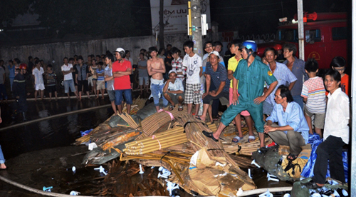 Lửa thiêu rụi hai nhà xưởng liền kề ở ngoại ô Sài Gòn - 4