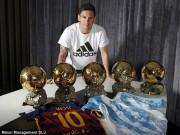 """Bóng đá - Lập """"bàn tay nhỏ"""", Messi khoe bóng Vàng & giày bạch kim"""