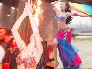 Bạn trẻ - Cuộc sống - Cô gái 9x có biệt tài vừa múa, vừa 'phun lửa'