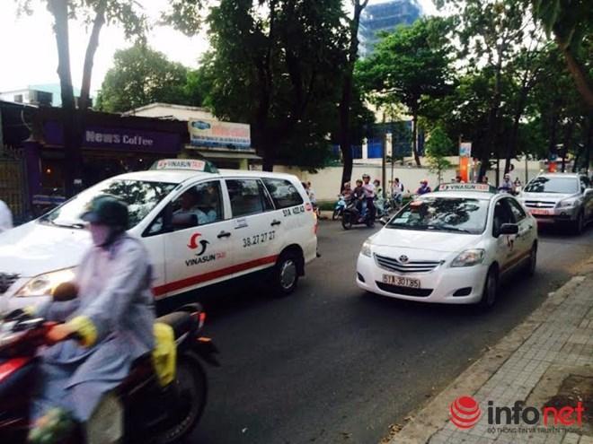 TP.HCM: Giá xăng lao dốc, cước taxi giảm... vài đồng - 1