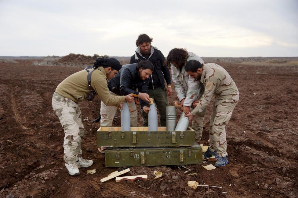 """Ảnh: Bên trong """"thị trấn xác sống"""" ở Syria - 12"""