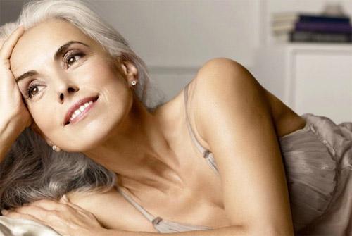 Người mẫu 60 tuổi sexy, trẻ đẹp khó tin nhờ rau hữu cơ - 6